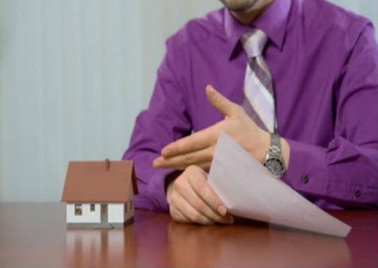 Кто платит риэлтору покупатель или продавец квартиры за услуги?