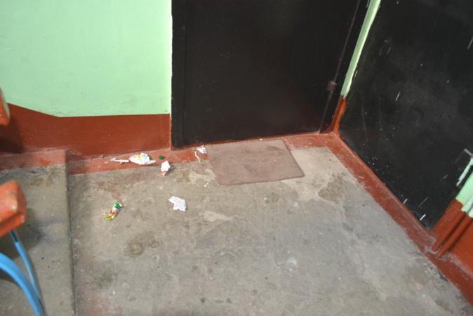 мусор на лестничной площадке Хабаровск остатки