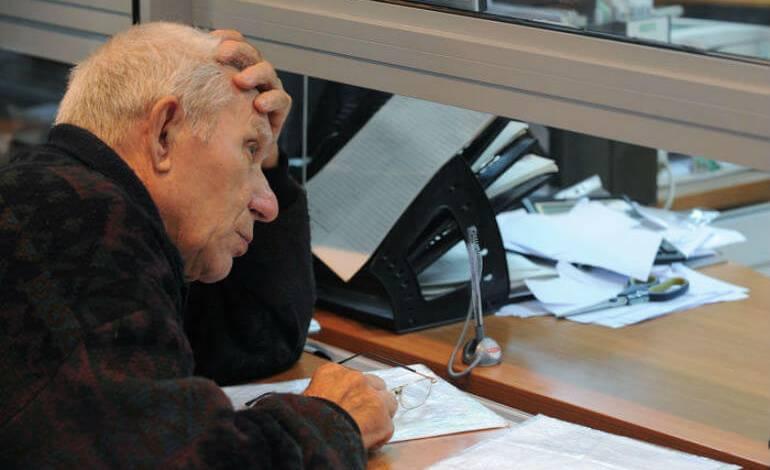 Неработающих пенсионеров хотят освободить от капремонта