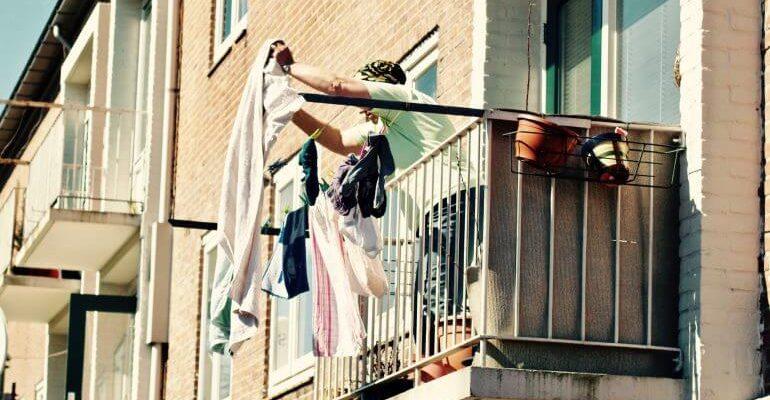 баннер на балконе о продаже квартиры законно ли