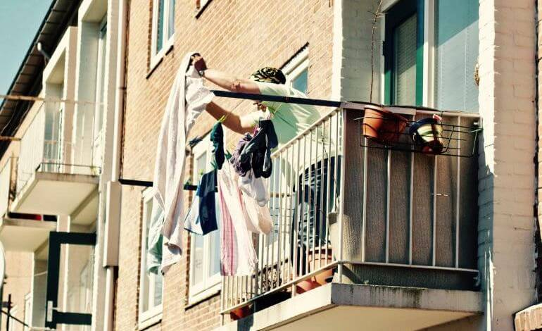 Реклама и баннер на балконе можно ли: закон, правила