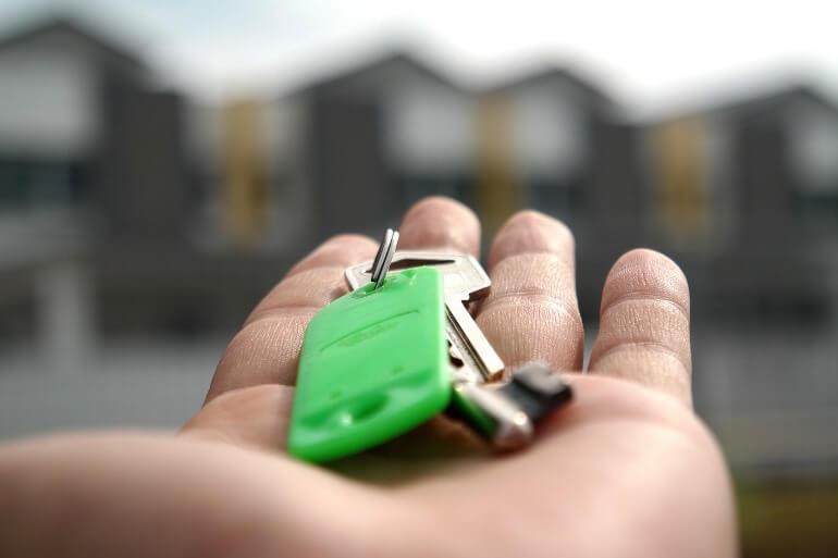 кто платит риэлтору продавец или покупатель квартиры