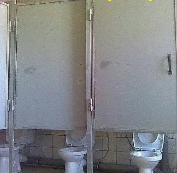 туалет кабинки юмор фотография
